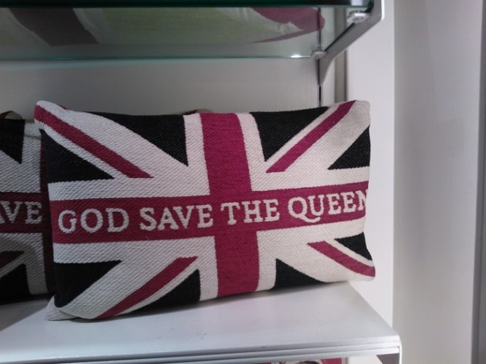 I'm English ergo I know The Queen. In my case it's sort of true - I do know someone who knows the Queen!