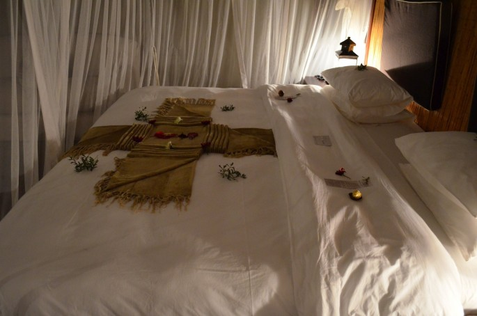 Tented suite bed at Thakadu