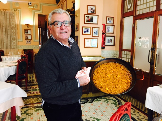 Miguel Segue of El Canyar shows what a proper pan of Valencian Paella should look like