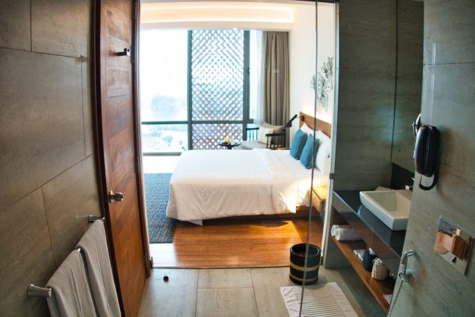 Jetwing bed and bathroom in Colombo