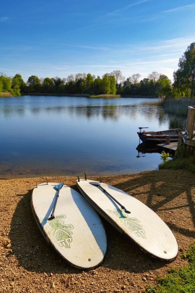 Stand up paddle boards at log house holidays