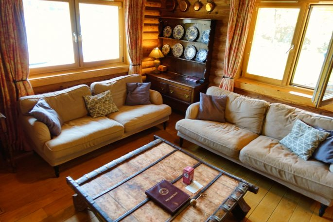 sofas at log cabin